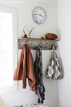 fall mudroom via thewhitebuffalostylingco.com #bloggerstylinhometours