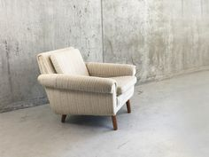 Danish Mid Century Armchair with Original Oatmeal Fabric Mid Century Armchair, Mid Century Furniture, Retro Furniture, Antique Furniture, Dining Room Chairs, Danish, Outdoor Chairs, 1970s, Oatmeal