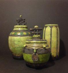 Haut vert Raku sculpté à la main vase par RosalindShaffer sur Etsy