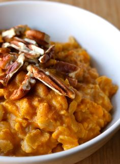 21 Day Fix Pumpkin Pie Oatmeal cups water ½ cup steel-cut oats (or old-fashioned rolled oats) ½ cup pumpkin puree ¼ tsp. chopped pecans (or walnuts) 2 tsp. pure maple syrup (or raw honey) ½ cup unsweetened almond milk Oatmeal Recipes, Pumpkin Recipes, Fall Recipes, 21 Day Fix Breakfast, Breakfast Recipes, Breakfast Ideas, Fall Breakfast, Clean Eating Recipes, Healthy Eating