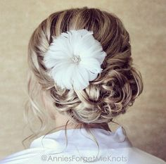 Loose curled updo. Wedding hair.