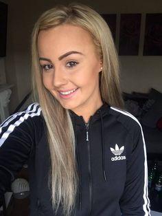 Heißes blondes College Mädchen