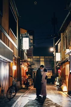 In the serenity of Kyoto tonight, only the moon light and small lamps that brighten us here. Thank you for coming to keep me warm in the middle of this coldy city. Thank God for sending a man that holds me, protects me, and be a leader to my future. Courtsey from Kezia and Yusin Prewedding Location Hanamikoji, Gion, Kyoto . . Photograph by @alvinfauzie . . Check our website for the other photos at www.alvinphotography.co.id #japanprewedding #japanweddingphotographer #kyoto #kyotoprewedding