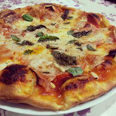 Pizza Casera Caprichosa http://www.thespanishfood.es/2013/05/receta-20-pizza-casera-caprichosa.html