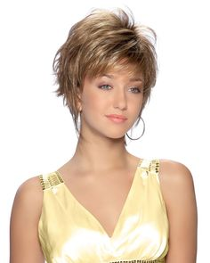 Short Haircut with Sass - 60 Short Shag Hairstyles That You Simply Can't Miss - The Trending Hairstyle Short Hair With Layers, Short Hair Cuts For Women, Layered Hair, Choppy Layers, Short Shag Hairstyles, Short Hairstyles For Women, Short Haircuts, Pretty Hairstyles, Pelo Pixie
