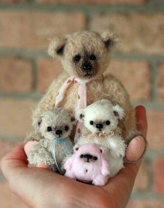 Love these little bears! Would love the little pink one too adorable for words!
