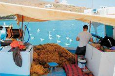 Ψαράδες στην Ανάληψη (ή Μαλτεζάνα), τον δεύτερο σε μέγεθος οικισμό του νησιού. Η Ανάληψη ονομαζόταν μέχρι το 1961 Μαλτεζάνα, από τους Μαλτέζους πειρατές που χρησιμοποιούσαν τον όρμο της ως κρησφύγετο