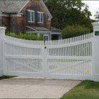 Cellular Vinyl Chestnut Hill Entrance Gate - A classic in the best sense of the word, the curved top rail lends sophistication to Walpole�s Chestnut Hill�s enduring style.