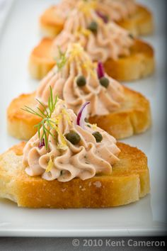 Smoked Salmon Mousse on Crostini. Easy to make and prepare ahead for entertaining smoked salmon whipped into a creamy mousse and piped into crisp crostini Snacks Für Party, Appetizers For Party, Appetizer Recipes, Snack Recipes, Cooking Recipes, Seafood Recipes, Salmon Appetizer, Smoked Salmon Mousse, Masterchef