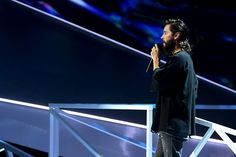Jared Leto Pays Tribute to Chester Bennington at MTV VMAs 2017 - http://howto.hifow.com/jared-leto-pays-tribute-to-chester-bennington-at-mtv-vmas-2017/