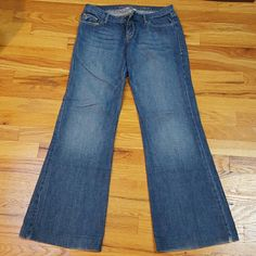 A&F jeans Wideleg  medium wash jeans, nice thin jeans. Worn twice bottoms in excellent condition. 100% cotton. Abercrombie & Fitch Jeans
