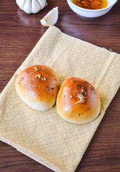 Spicy Treats: Garlic Buns / Chili Garlic Buns