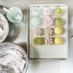 How to Use Natural Dyes in Cupcake Frosting  Learn how to make beautifully colored cupcake tops with no food coloring!