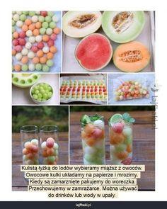 Owocowe kulki zamiast lodu - Kulistą łyżką do lodów wybieramy miąższ z owoców.  Owocowe kulki układamy na papierze i mrozimy.  Kiedy są zamarznięte pakujemy do woreczka. Przechowujemy w zamrażarce. Można używać do drinków lub wody w upały.