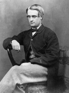 Sack with silk bindings along edges and cuffs  Circa 1865: A young Victorian man. Photo: Hulton Archive, Getty Images / Hulton Archive