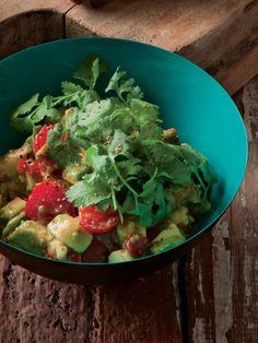 切って、混ぜるだけでおしゃれサラダの完成。サルサのピリ辛で野菜のまろやかさが際立つ 『ELLE gourmet(エル・グルメ)』はおしゃれで簡単なレシピが満載!