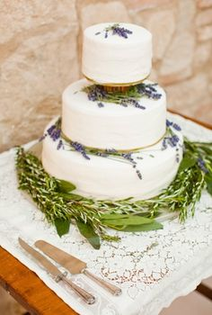 just plop on some lavender and there you have it...a beautiful cake!