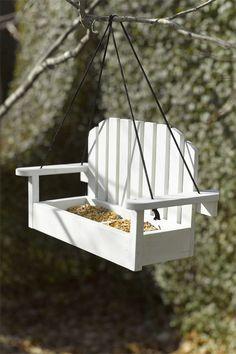 shared by marjolein 131 - Vogelhäuser - Vogelhaus Wood Bird Feeder, Bird Feeders, Squirrel Feeder, Diy Jardin, Bird House Plans, Birdhouse Designs, Diy Woodworking, Garden Furniture, Outdoor Furniture