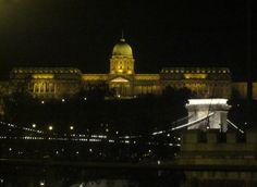 El Castillo de Buda de noche, hermoso espectaculo.