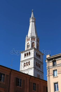Torre campanaria Ghirlandina, Modena, Italia — Foto Stock © frizio #145840107