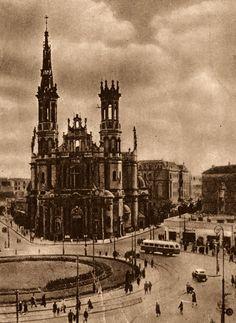Plac Zbawiciela 1948 r.    źr. omni-bus.eu