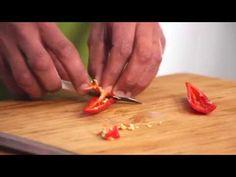 Rode peper schoonmaken - Snijtechnieken | PLUS