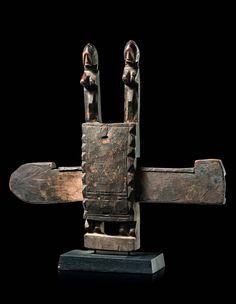 Africa   Door lock from the Dogon people of Mali   Wood with a dark patina