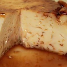 It is a very simple homemade flan that has a very rich flavor. You will enjoy its delicious flavor, but even more so the quick and practical method used to make it. Easy Desserts, Delicious Desserts, Dessert Recipes, Yummy Food, Microwave Recipes, Kitchen Recipes, Cooking Recipes, Dessert Micro Onde, Mexican Food Recipes