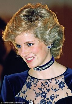Another of the pieces made from reset sapphires from the Crown Prince of Saudi Arabia suite was a stylish midnight blue velvet choker