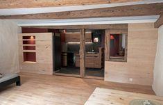 Umbauten und sorgfältige Aufwertung in Altstadthaus Brugg Wordpress, Garage Doors, Interiors, Website, Mirror, Bathroom, Outdoor Decor, Furniture, Home Decor