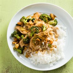 This is a very tasty Thai-inspired dish made with chicken and broccoli in a spicy peanut sauce. Easy Thai Recipes, Asian Recipes, Ethnic Recipes, Asian Foods, Chinese Recipes, Quick Recipes, Chinese Food, Thai Peanut Chicken, Thai Chicken