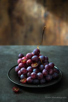 Grapes by Laura Adani Fruit And Veg, Fruits And Vegetables, Fresh Fruit, Citrus Fruits, Food Photography Styling, Food Styling, Photography Portfolio, Photography Ideas, New Years Eve Weddings