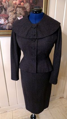 Gorgeous Minty Charcoal Gray with Flecks Soft Wool 1940s Suit with Jacket and Skirt