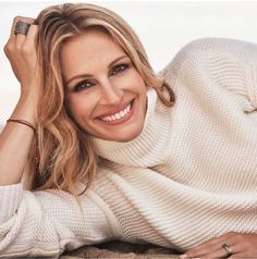 Julia Roberts Photo by Alexi Lubomirski Julia Roberts, Glam Magazine, Brown Blonde Hair, Great Smiles, Portrait Poses, Female Actresses, How To Pose, Jolie Photo, Elle Fanning