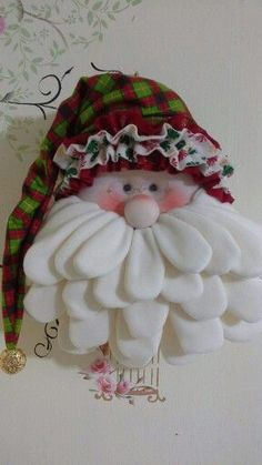 Would make a cute Santa Christmas Ornament! Christmas Sewing, Felt Christmas, Christmas Holidays, Christmas Wreaths, Christmas Decorations, Christmas Ornaments, Christmas Fabric, Christmas Projects, Felt Crafts