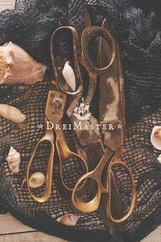 Dreimaster ist traditionelle Schneiderkunst. Erhältlich über http://dreimastershop.de/ #dreimaster #schneiderkunst #clothes #craftsmanship
