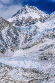 Thinking of doing the Everest Base Camp Trek? We give a day by day guide explaining what it like complete with beautiful photos and videos!
