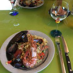 Paella, international with Argentinian langoustines, Norwegian mussels, spanish sausages bought in Prague, Swartland rose, japanese rice etc. Strange, litle global village. Good, but moral?