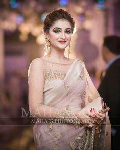 Bridal Mehndi Dresses, Pakistani Wedding Outfits, Pakistani Wedding Dresses, Bridal Outfits, Saree Wedding, Wedding Wear, Sarees For Girls, Saree Dress, Lace Saree