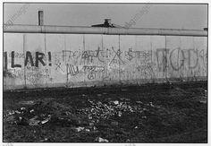 akg-images -The Berlin Wall / Photo / 1982Berlin, Berlin Wall – Sector border (1961–1989/90).  View of the Berlin Wall at Potsdamer Platz.  Photo, 1982.Henning Langenheim