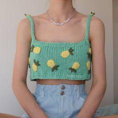 Crochet Mittens Free Pattern, Crochet Wool, Cute Crochet, Easy Crochet, Crop Top Pattern, Diy Crochet Projects, Crochet Crop Top, Crochet Fashion, Crochet Designs