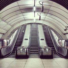 Kings Cross. Underground. 3/5 — Blair Thomson