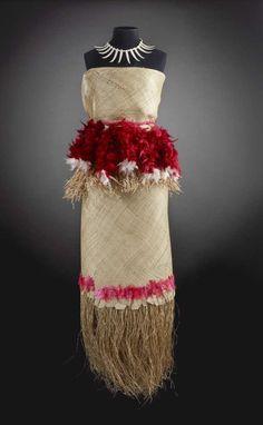 Taupou dance costume, Rupi Taituuga, Samoa, 2005.