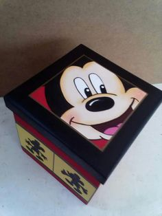 Caja mickey Kitchen Cupboard Organization, Decoupage Box, Diy Gift Box, Pretty Box, Painted Boxes, Painted Furniture, Art Projects, Mickey Mouse, Decorative Boxes