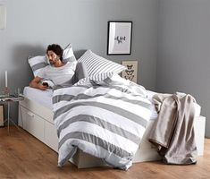 22,95 €   Táto posteľná bielizeň z čistej biobavlny je neobyčajne mäkká, ľahká a hladká – a zároveň vyrovnáva teplotu a dobre saje. Bed, Furniture, Home Decor, Ad Home, Smooth, Cotton, Decoration Home, Stream Bed, Room Decor