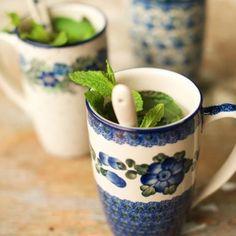 Vanavond heerlijk buiten genieten van een verse kop munt-thee uit eigen tuin Wie heeft er nog tips voor andere lekkere thee variaties?