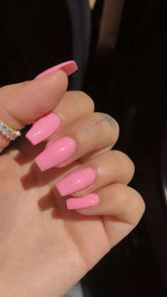 18 Beautiful Pink Manicure of the Season For Your Nails nageldesign Acrylic Nails Natural, Clear Acrylic Nails, Summer Acrylic Nails, Pink Acrylics, Acrylic Nails Coffin Pink, Simple Acrylic Nails, Simple Nails, Cow Nails, Feet Nails