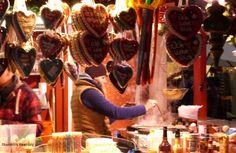 Liefhebbers van kerstmarkten kunnen deze maand in Hamburg hun hart weer ophalen! Compleet met lichtjes, Glühwein, dennenbomen, worst en Lebkuchen; van 24 november tot en met 31 december 2014 zijn ze weer overal.