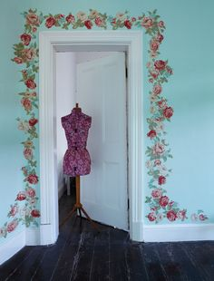Decoupage fabric flower cut outs around your door frames Home Crafts, Diy Home Decor, Decoupage, Shabby Chic Zimmer, Wall Appliques, Magazine Crafts, Romantic Cottage, Floral Fabric, Fabric Flowers
