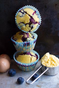 Blueberry Cornbread Muffins - Erren's Kitchen - This recipe is simply divine. They are fluffy, moist and when eaten warm, the blueberries just burst in your mouth!I wish Randy baked. Blueberry Cornbread, Cornbread Muffins, Blueberry Recipes, Corn Muffins, Blueberry Breakfast, Köstliche Desserts, Dessert Recipes, Gula, Muffin Recipes